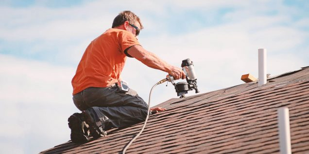 Utilize Roofing Replacement Specialist in Your Log Cabin